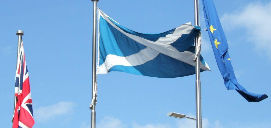 scozia regno unito unione europea bandiere