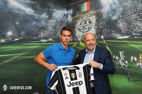 Daniele Bottallo / La Presse 21-07-2016 sport, calcio Juventus - Marko Pjaca firma contratto  nella foto: Marko Pjaca, Giuseppe Marotta Daniele Bottallo / La Presse 21-07-2016 sport, football Juventus - Marko Pjaca signs contract  in the picture: Marko Pjaca, Giuseppe Marotta